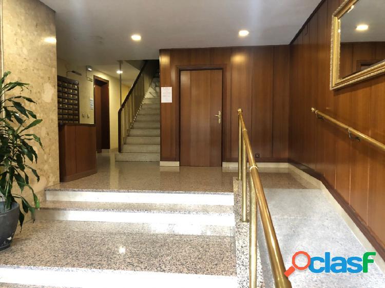 Estupendo piso en alquiler Temporal de 3 Dormitorios, 2