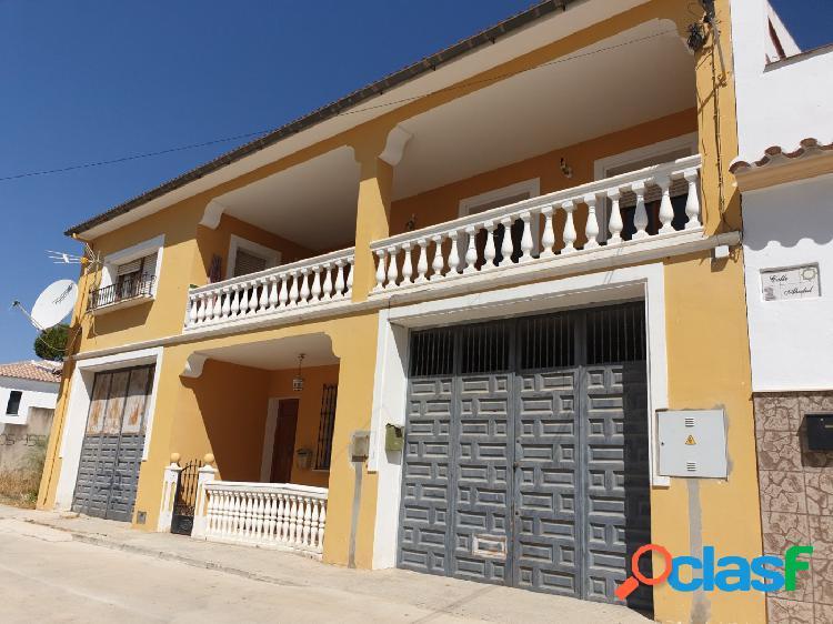 Magnífico chalet adosado de 4 dormitorios en Villanueva de