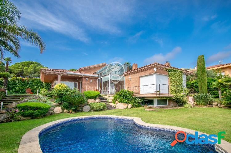 Preciosa casa de lujo en venta con vistas al mar y piscina