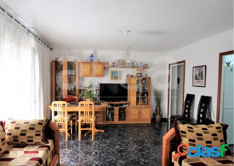 Luminoso piso con terraza en alquiler